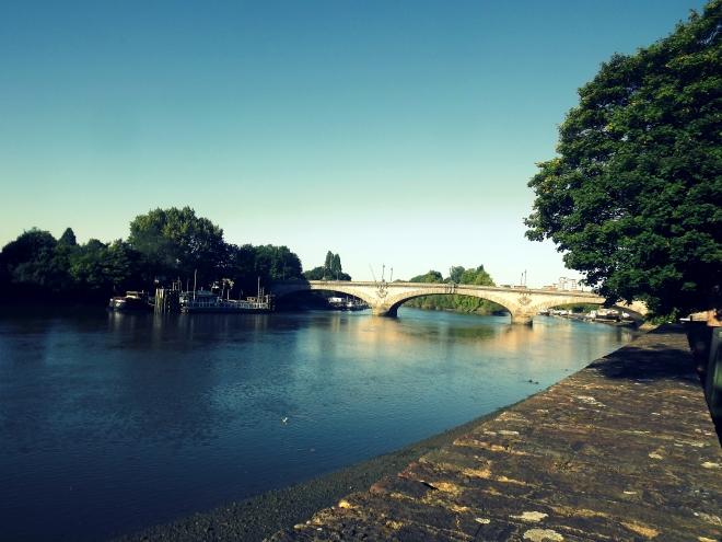 Kew Bridge à marée basse. Quand la marée est haute, c'est une autre histoire.